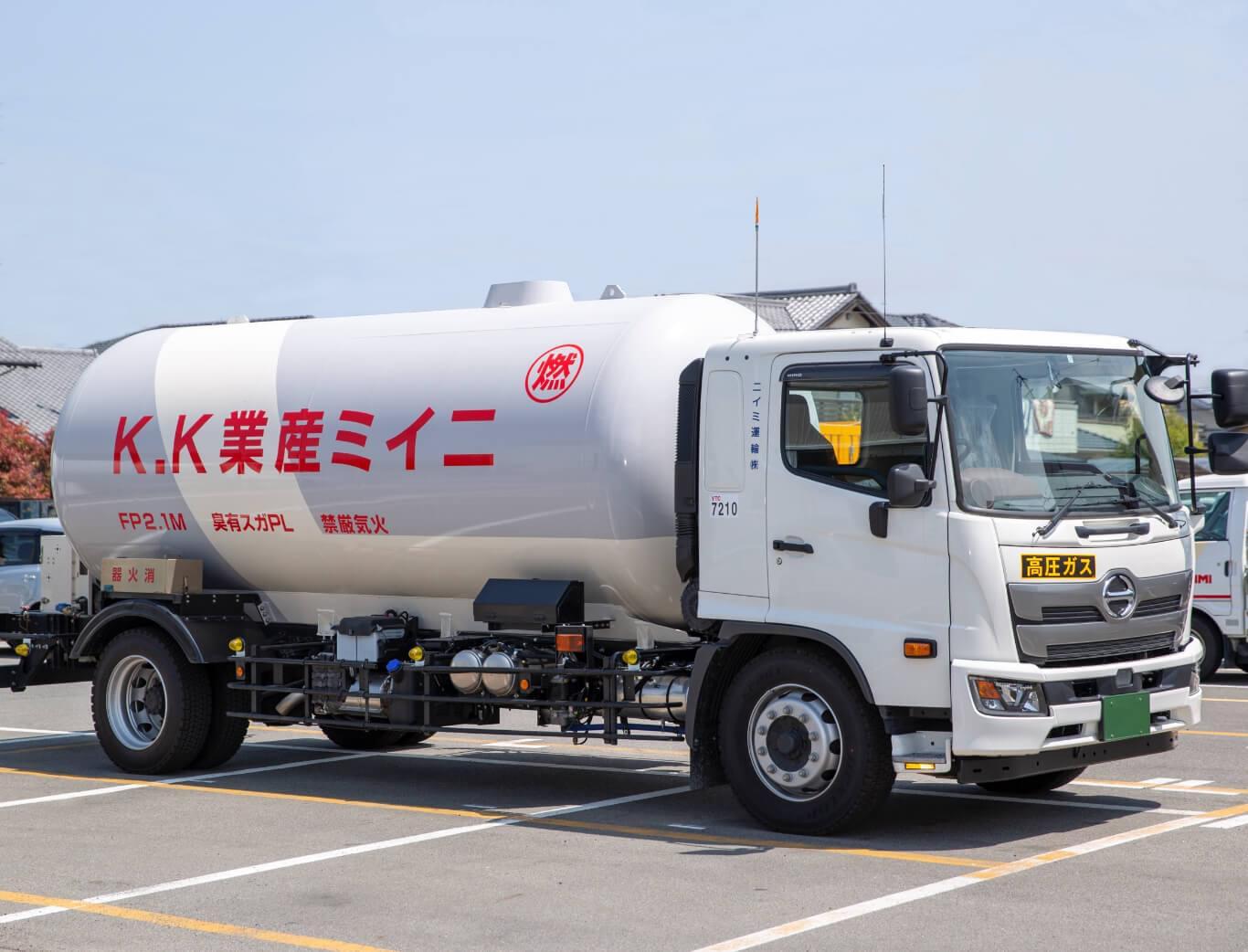 ニイミ産業のタンクローリー車