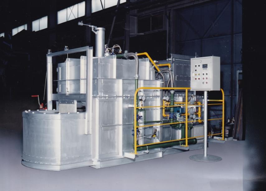 自社製アルミ連続溶解炉