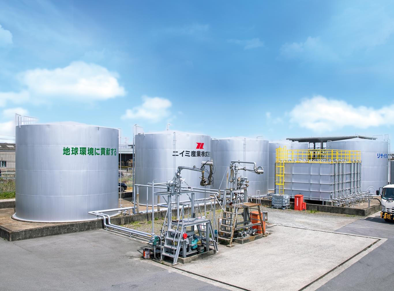 産業廃棄物のリサイクルを行うニイミ産業社員